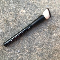 22 Custom Drop Foundation Brush von NYX