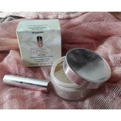 Blended Face Powder and Brush von Clinique