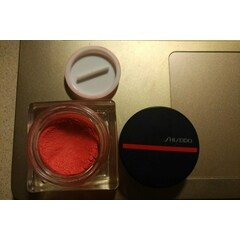 Minimalist Whipped Powder Blush von Shiseido